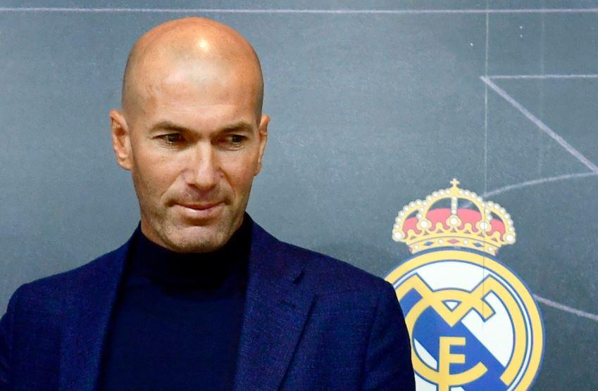 El Real Madrid ha hecho oficial la segunda renuncia de Zinedine Zidane al banquillo merengue, luego de culminar una temporada sin títulos