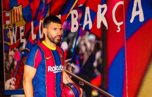 El Kun Agüero llega al Barcelona