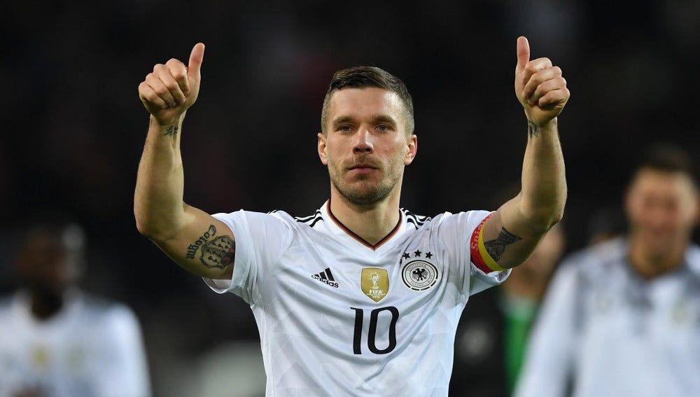 Lukas Podolski definirá la próxima semana si ficha con Querétaro, así lo reporta ESPN
